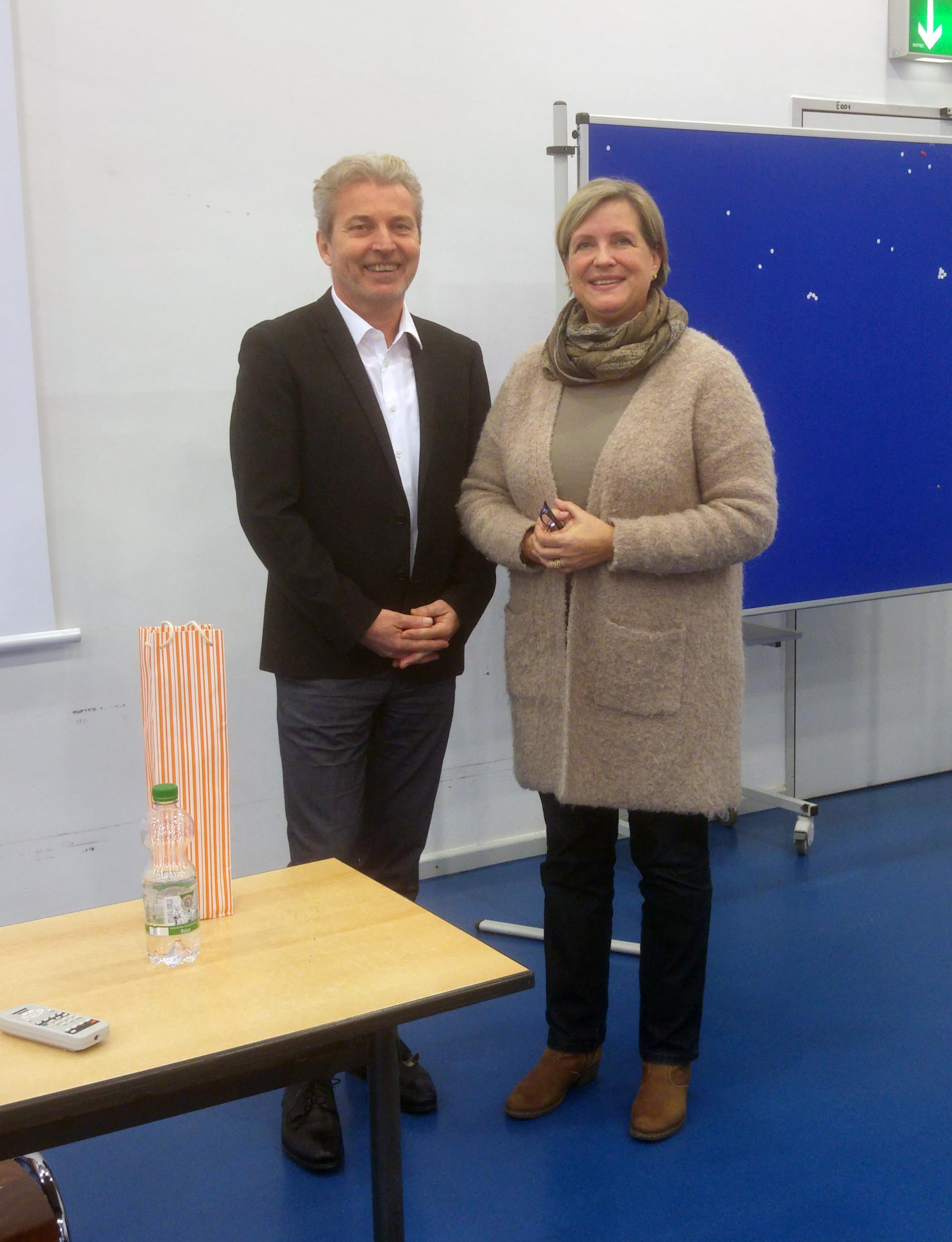 Dr Michael Winterhoff Als Gastreferent Am Hhg Helmholtz Gymnasium Bonn Schule Der Stadt Bonn